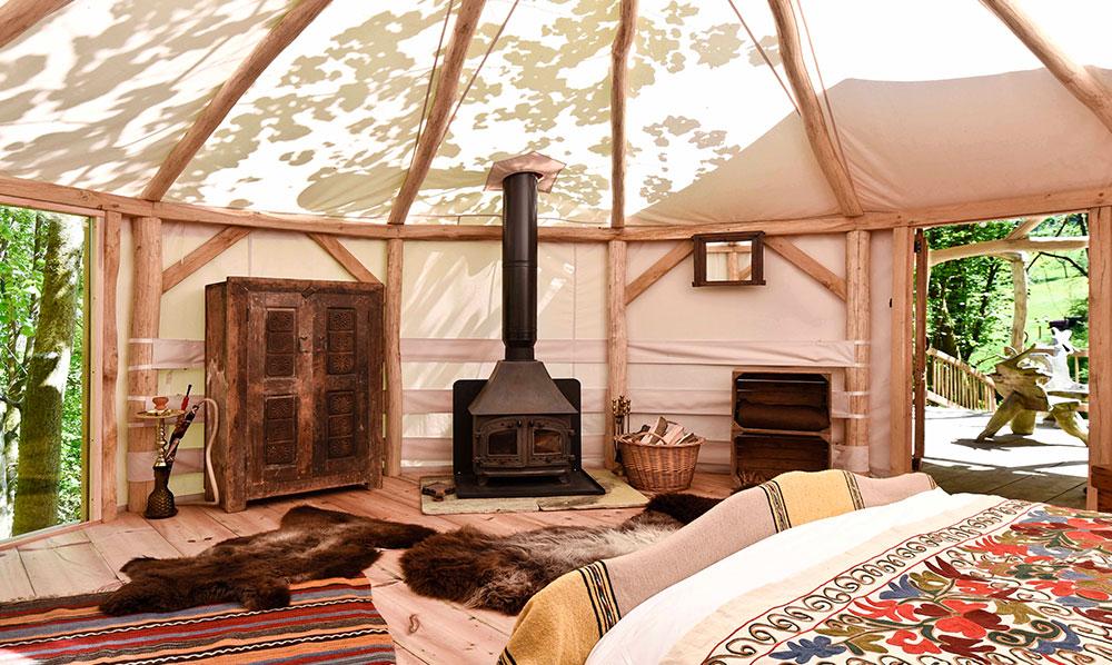 10-far-out-yurt